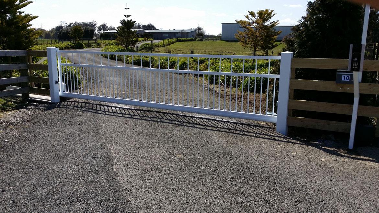 udg01_sliding_gate.jpg